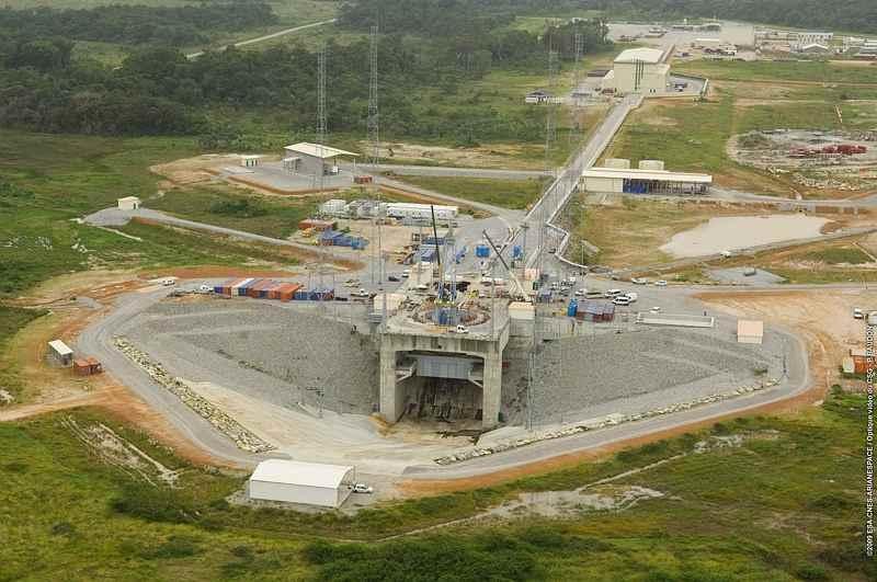 Vue aérienne de l'ensemble de lancement en construction © CNES/Esa/arianespace/CSG service optique, 2009